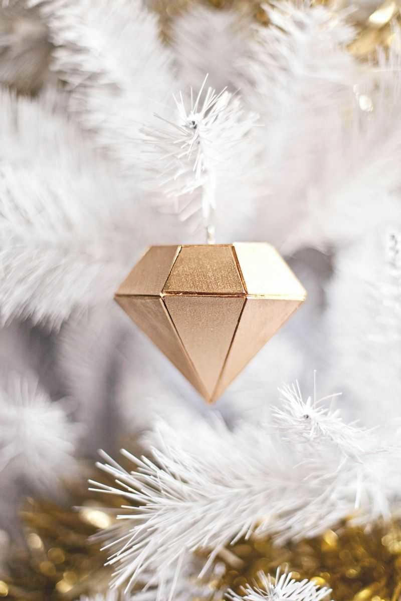 balsa wood gold ornament - 12 modern Christmas decorating ideas