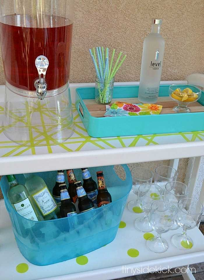DIY Bar Cart for an Outdoor Patio at TinySidekick.com