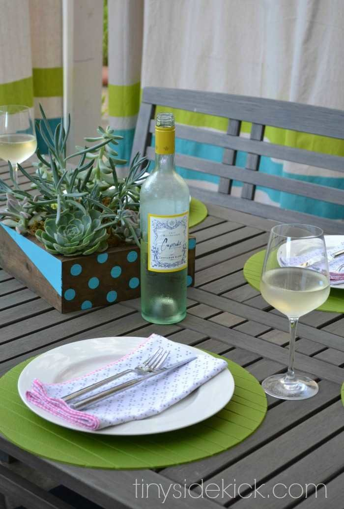 DIY Projects for an Outdoor Living Room at TinySidekick.com