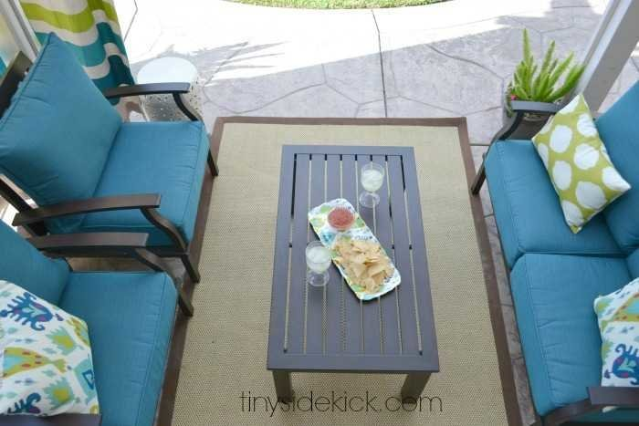 Outdoor Living Room Makeover at TinySidekick.com