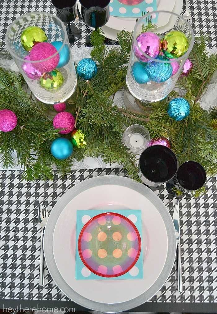 Fun and easy Christmas table decorations in non traditional Christmas colors (10)