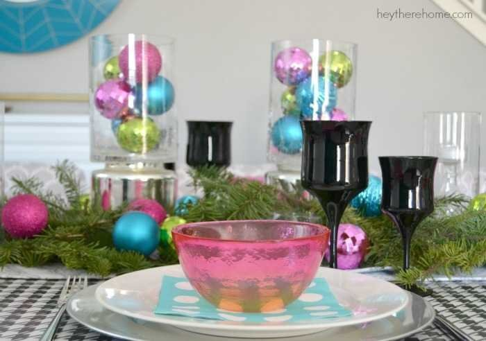 Fun and easy Christmas table decorations in non traditional Christmas colors (11)