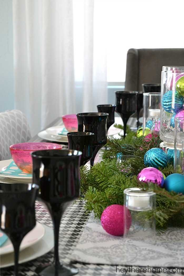 Fun and easy Christmas table decorations in non traditional Christmas colors (2)