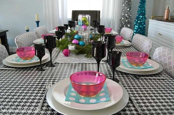 Fun and easy Christmas table decorations in non traditional Christmas colors (5)