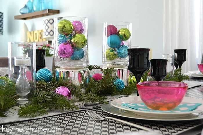 Fun and easy Christmas table decorations in non traditional Christmas colors (7)