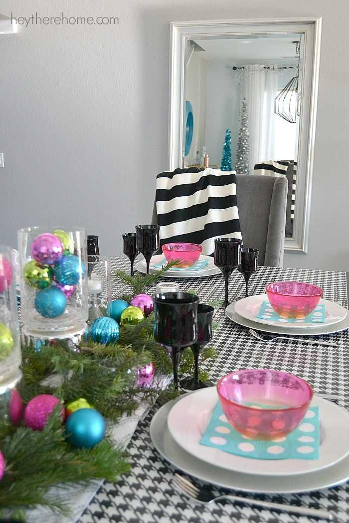 Fun and easy Christmas table decorations in non traditional Christmas colors (9)