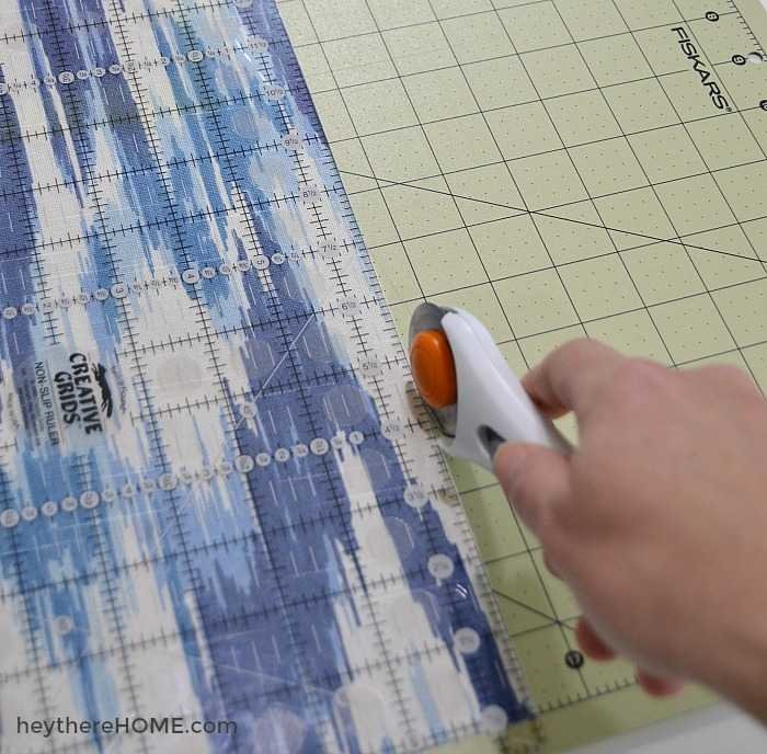 how to make a zippered pillow cover use a rotary cutter